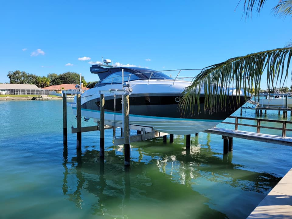 Boat lift with speed boat